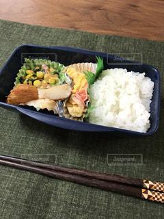 皿のご飯とブロッコリー料理の写真・画像素材[1015233]