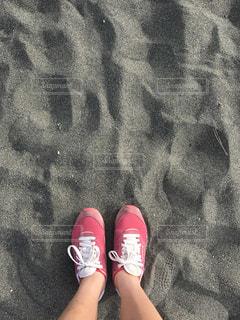 海でのランニング終わりに砂浜への写真・画像素材[1017326]