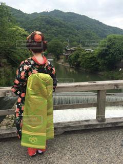 橋の上の舞妓さんの写真・画像素材[1016959]