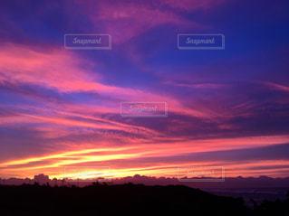 夕焼け空に浮かぶ雲の写真・画像素材[1017251]