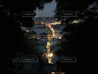 夜のライトアップされた街の写真・画像素材[1449038]