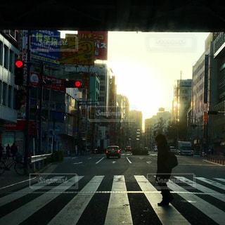 朝の横断歩道の写真・画像素材[1017412]