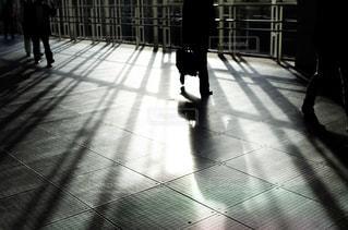 床の上を歩く人々 のグループの写真・画像素材[1233920]