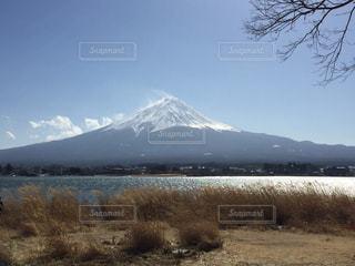 背景の山と水体 - No.1017522