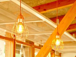 カフェの灯りの写真・画像素材[1167753]