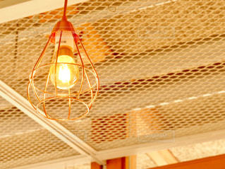 カフェの灯りの写真・画像素材[1167758]