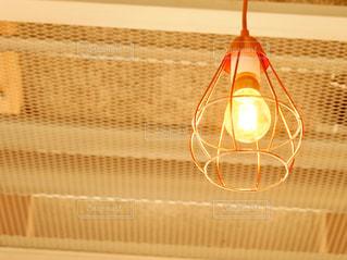 カフェの灯りの写真・画像素材[1167759]
