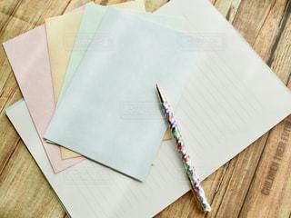 手紙を書くの写真・画像素材[1174371]
