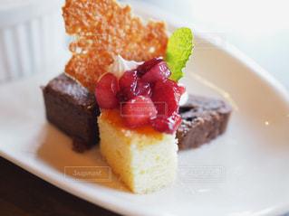 ラズベリーケーキの写真・画像素材[1176070]