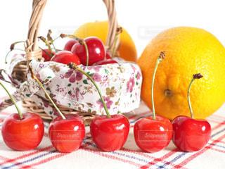 さくらんぼとオレンジの写真・画像素材[1285021]