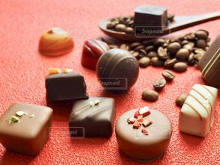 チョコと赤の写真・画像素材[1758645]