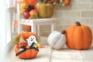 窓際のかぼちゃたちの写真・画像素材[4841309]