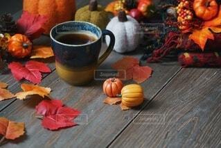 秋のコーヒータイムの写真・画像素材[4841314]