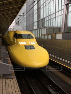 黄色い電車の写真・画像素材[1018805]