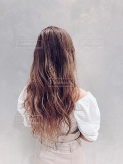 後ろ姿の女性の写真・画像素材[3208477]