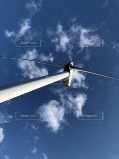 青い空の風車の写真・画像素材[1022294]