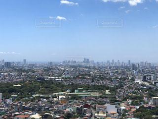 背景に都市があるの写真・画像素材[3042786]