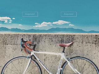 海沿いのロードバイクの写真・画像素材[1018877]