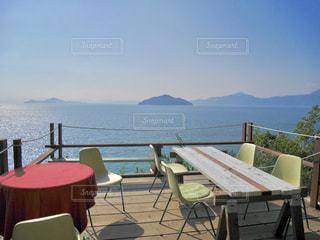 海を見下ろすカフェの写真・画像素材[1018922]