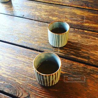 木製テーブルの上の湯呑みの写真・画像素材[1019686]