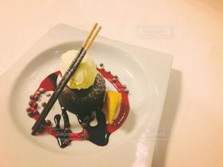 皿の上のフォンダンショコラ - No.1021588