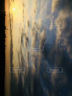 川土手のある日の朝の写真・画像素材[1019957]