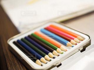 木製テーブルの上の鉛筆の写真・画像素材[1031890]