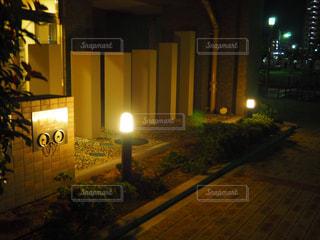 夜の街の景色の写真・画像素材[1020557]