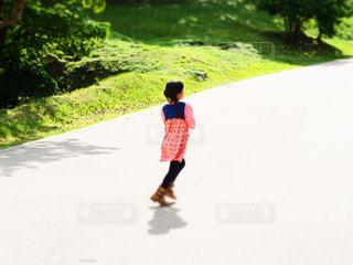 走る女子の写真・画像素材[1021166]
