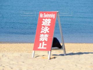 ビーチ上の標識の写真・画像素材[1021172]