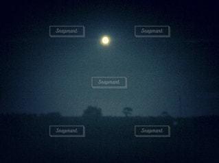 夜空のぼやけた画像の写真・画像素材[1021457]