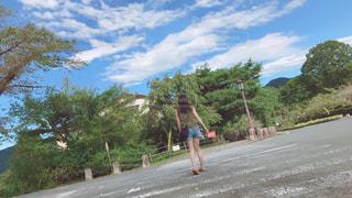 長瀞の風景(女性の後ろ姿)の写真・画像素材[1021929]