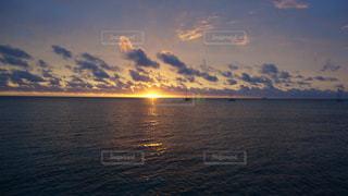 海に沈む夕日の写真・画像素材[1022093]