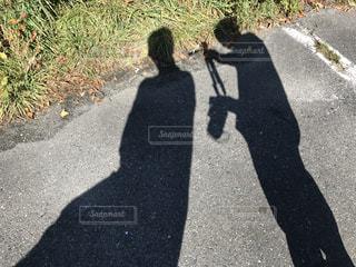 通りを歩いている人の写真・画像素材[2717306]