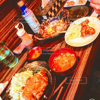 食品の完全なテーブルの写真・画像素材[1022463]