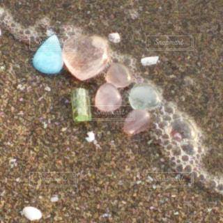波に洗われる石たちの写真・画像素材[1113937]