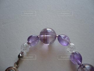 紫ブレスレットの写真・画像素材[1558336]