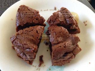 皿の上のケーキの一部 - No.1025539