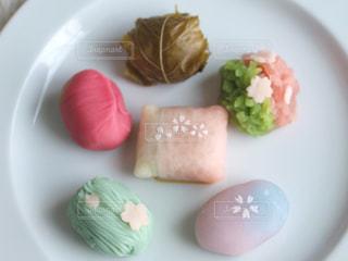食品のさまざまな種類をトッピング白プレートの写真・画像素材[1022946]