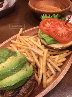 KUA'AINAの定番ハンバーガーセットの写真・画像素材[1023065]
