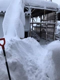 大雪の威力 玄関出たところの写真・画像素材[2564061]
