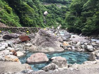 秘境にある露天風呂「黒薙温泉」の写真・画像素材[1024233]