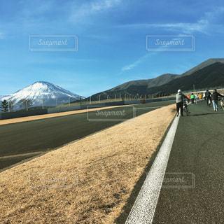 富士山とママチャリの写真・画像素材[1024129]