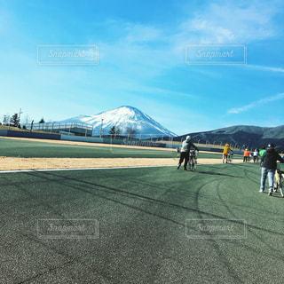 富士山とママチャリの写真・画像素材[1024131]
