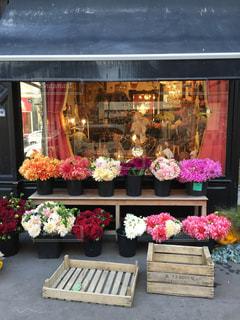 パリの花屋さんの写真・画像素材[1025400]