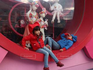 男とバスに座っている女性の像 - No.1054696