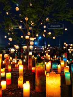 夜のライトアップされたキャンドル祭りの写真・画像素材[1027230]