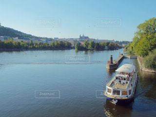 川に沿うボートの写真・画像素材[1029907]