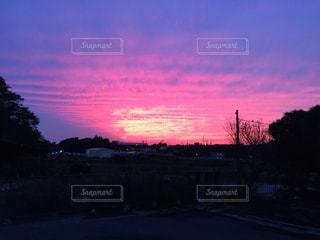 街に沈む夕日の写真・画像素材[1032346]