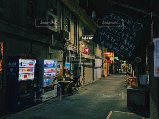尾道本通りのレトロな路地裏の写真・画像素材[1027741]